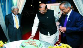 डीआरआई दिवस वित्त राज्यमंत्री द्वारा केक काट कर मनाया गया